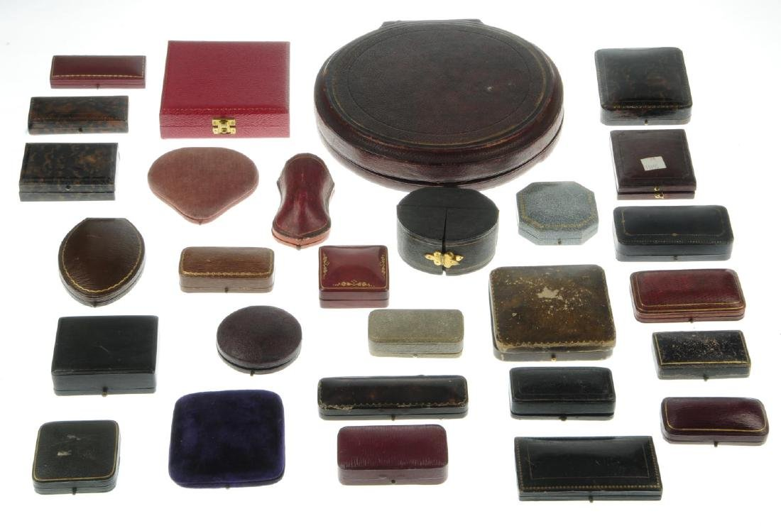 Thirty-one antique jewellery boxes. To include a  green - 3