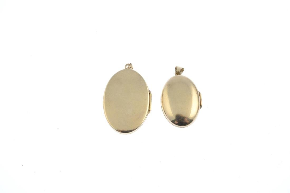 Two early 20th century 9ct gold locket pendants. Both - 2