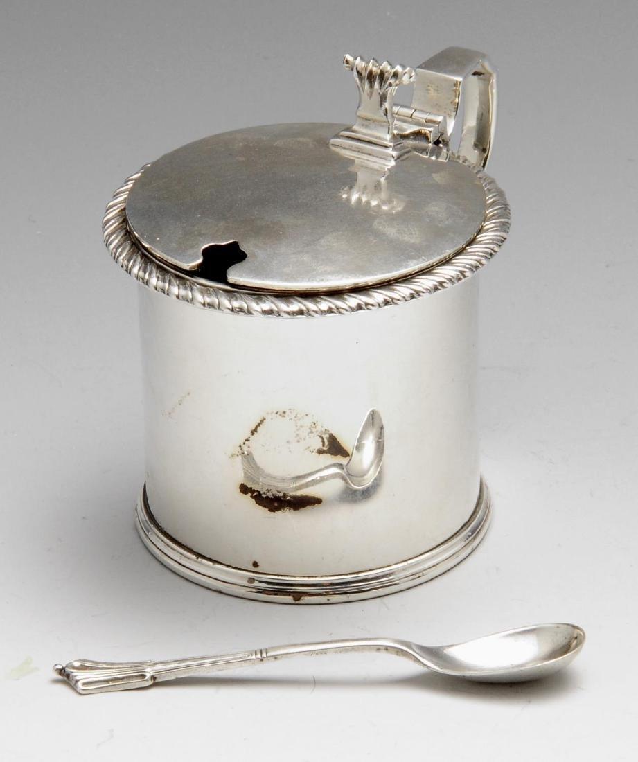 A 1920's silver drum mustard pot, of plain circular