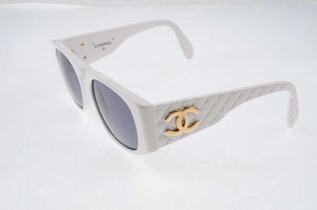 CHANEL - a pair of sunglasses. Designed with white - 2