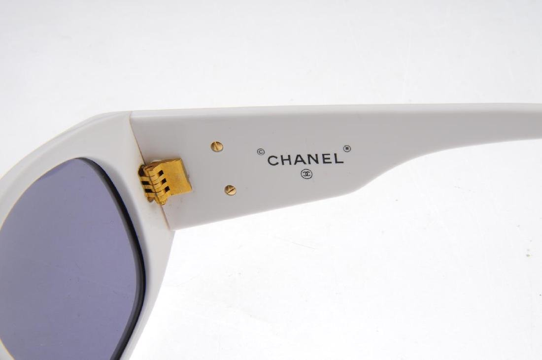 CHANEL - a pair of sunglasses. Designed with white - 3