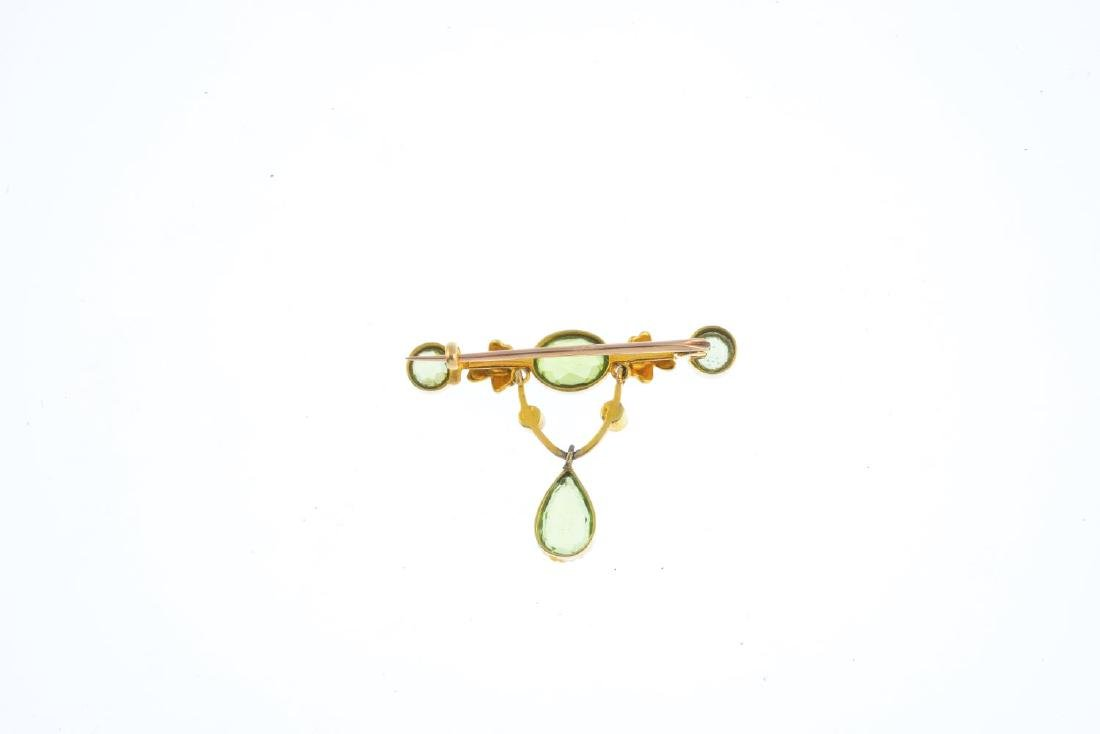 An early 20th century gold peridot and split pearl - 2