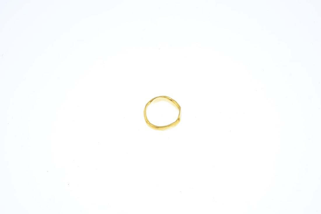 An 18ct gold ring. Designed as an undulating band. - 3