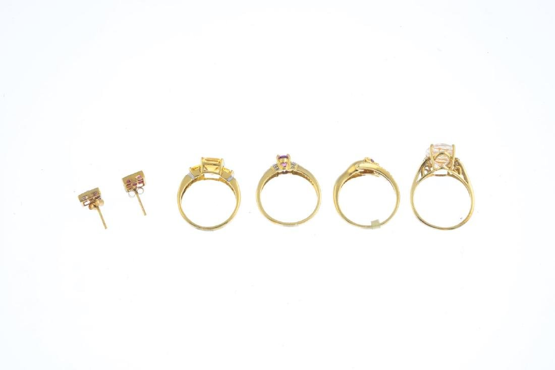 Four 9ct gold gem-set rings and a pair of earrings. To - 3