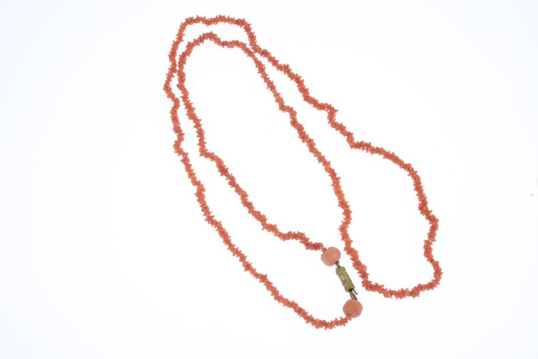 A coral necklace. The alternately-orientated carved - 2