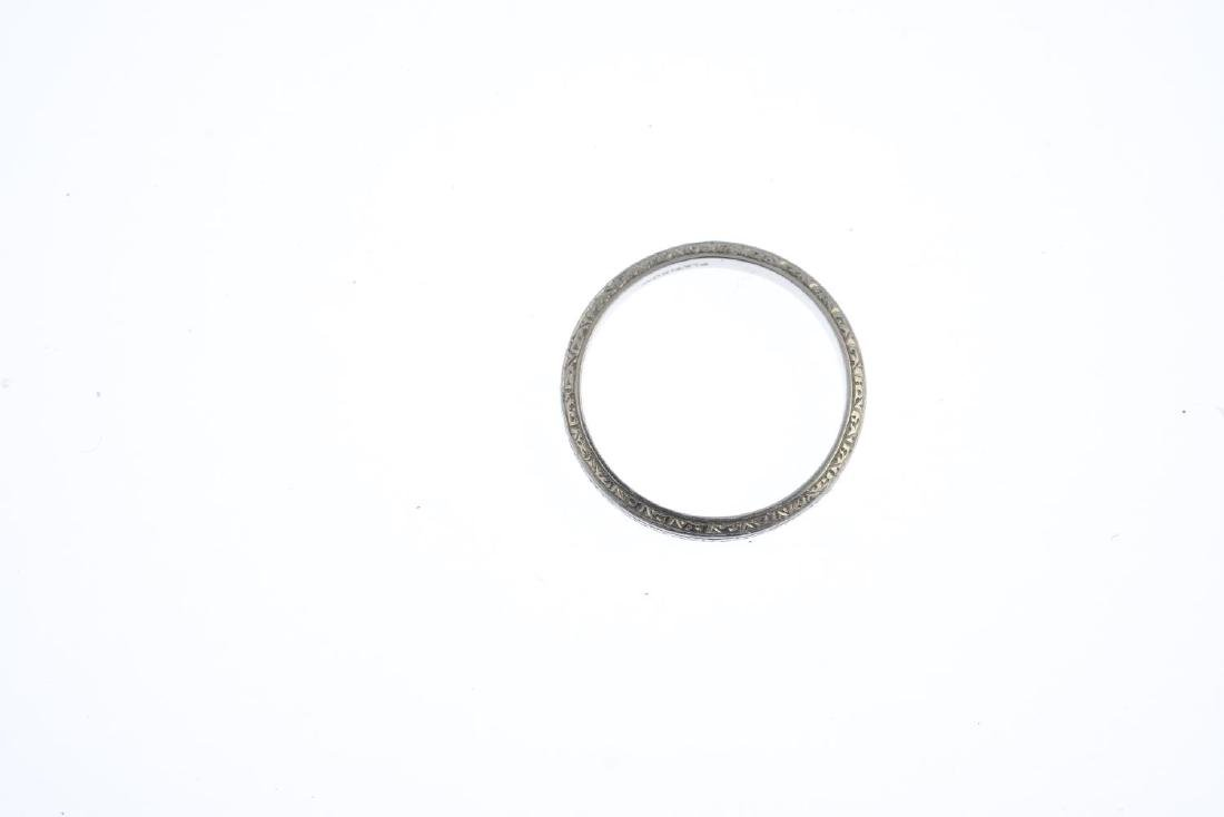 A band ring. Designed as a textured band. Ring size L. - 3