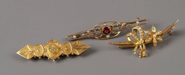 2: Three bar brooches to include a 15ct gold brooch set