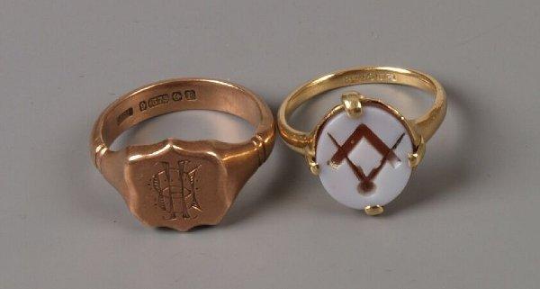 3: Gentleman's 9ct rose gold 1930's shield shape signet