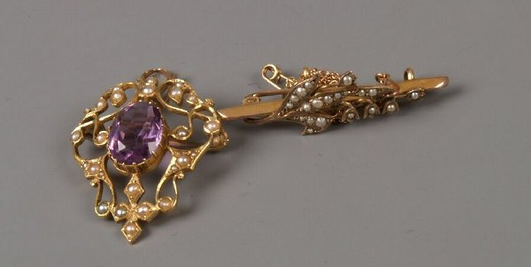 11: 15ct gold oval amethyst and seed pearl pendant/broo
