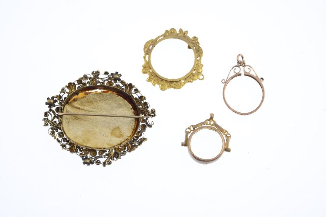 An early Victorian gold shell cameo brooch. Of oval - 2