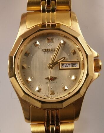 1008: CITIZEN gold plated ladies wristwatch with day an