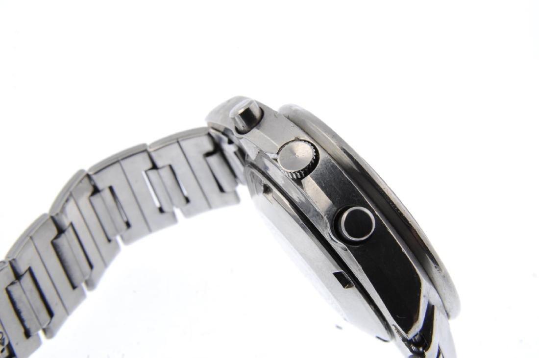 SEIKO - a gentleman's chronograph bracelet watch. - 4
