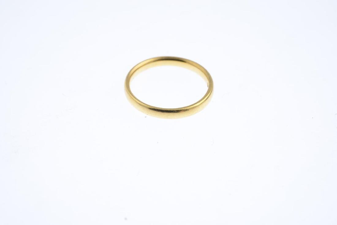A 22ct gold band ring. Hallmarks for Birmingham, 1940. - 3