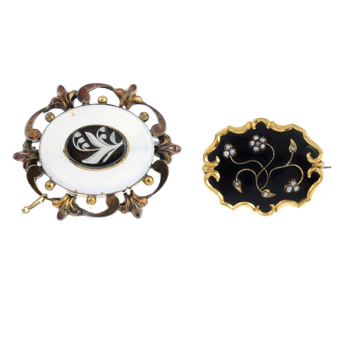 Four Victorian brooches. To include an early Victorian