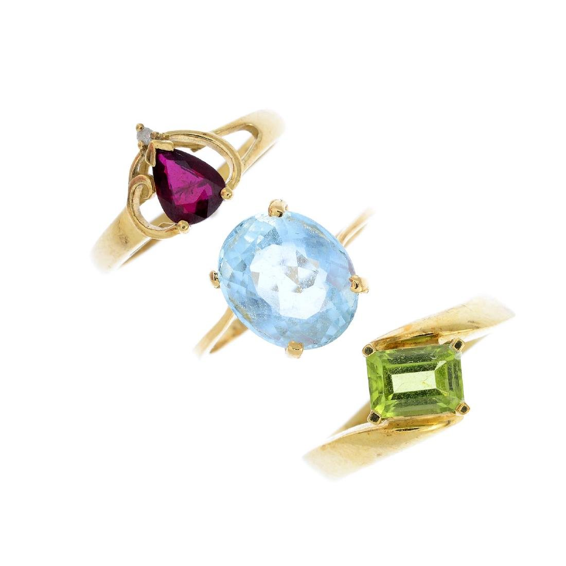 Five gem-set rings. To include a 9ct gold garnet and
