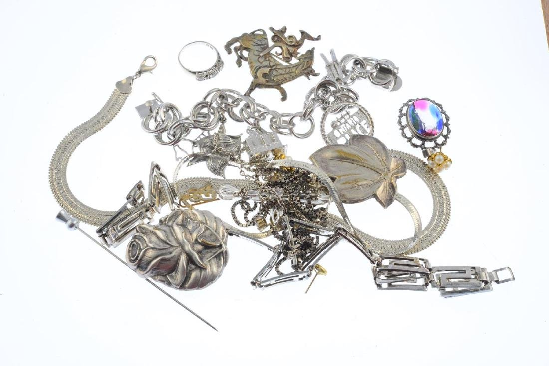 A selection of jewellery. To include a late Victorian - 2