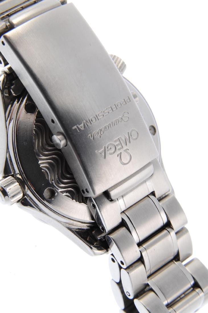 OMEGA - mid-size Seamaster Professional 300M bracelet - 2