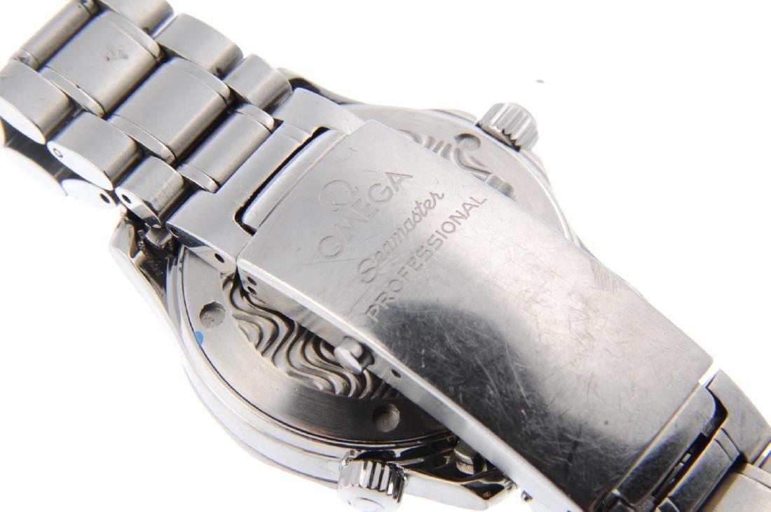 OMEGA - a mid-size Seamaster Professional 300M bracelet - 2