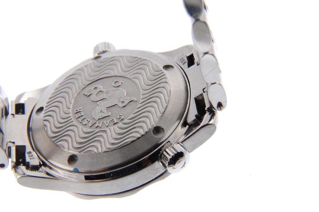 OMEGA - a mid-size Seamaster Professional 300M bracelet - 3