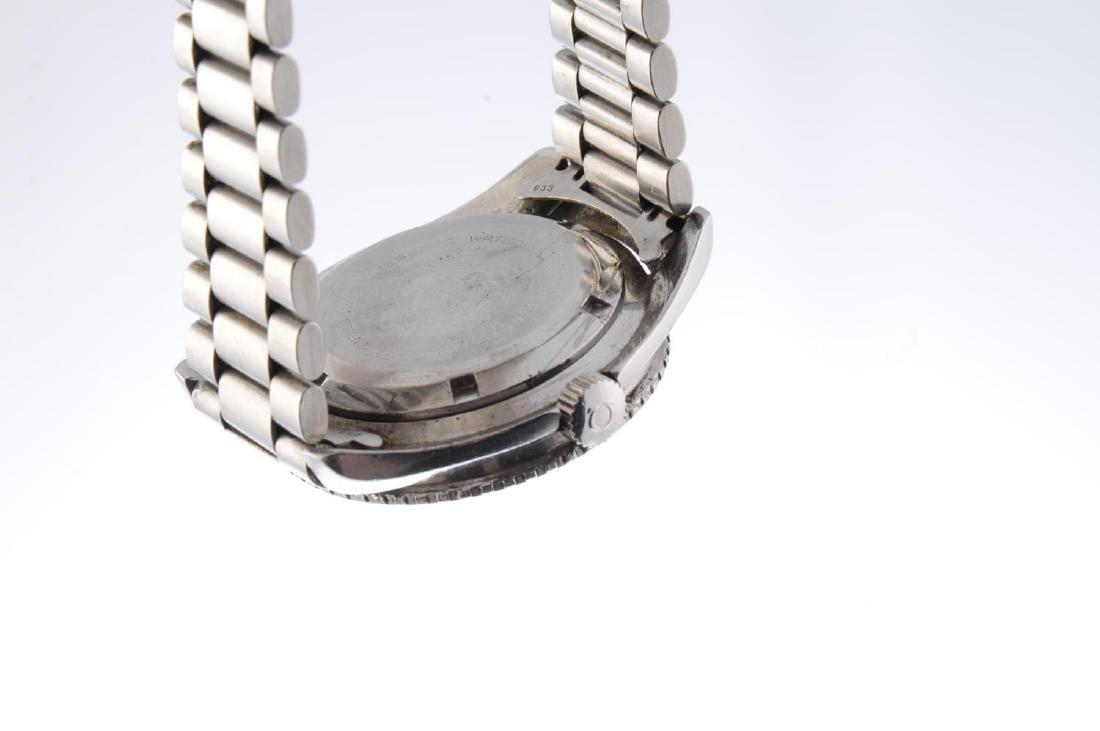 OMEGA - a gentleman's Seamaster 300 bracelet watch. - 2
