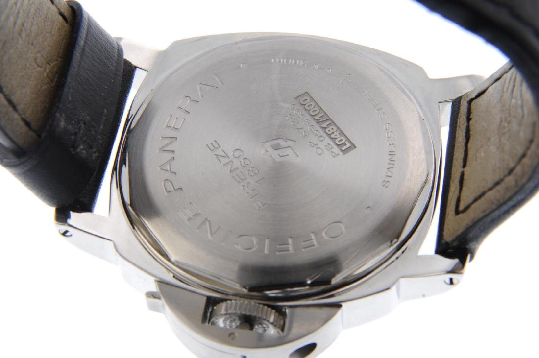 PANERAI - a gentleman's Luminor Base 'Logo' wrist - 3