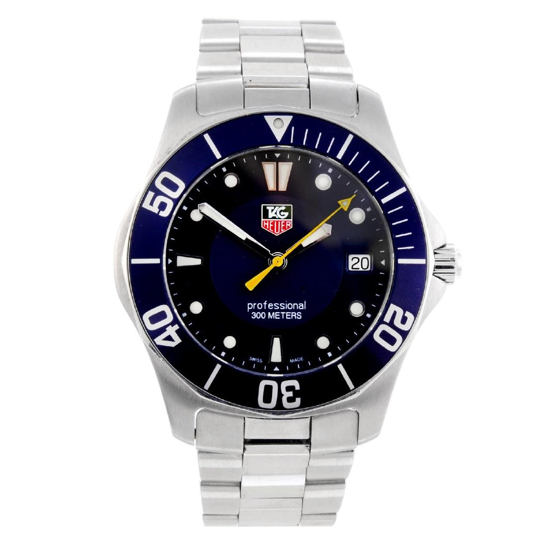 TAG HEUER - a gentleman's Aquaracer bracelet watch.