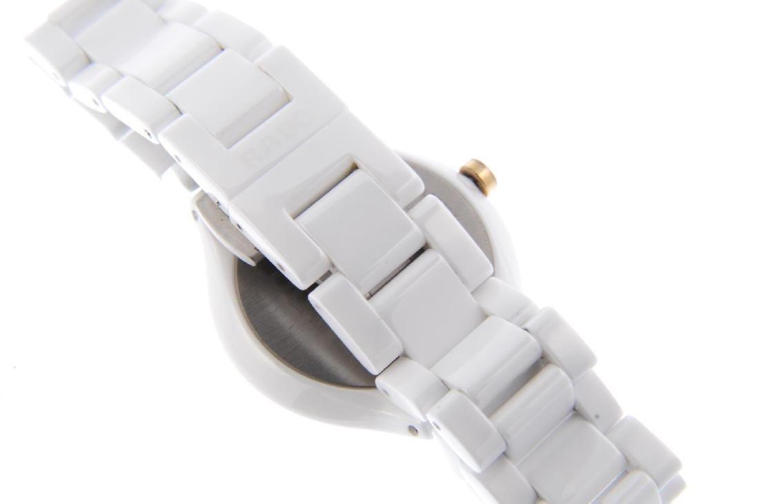 RADO - a lady's True Thinline bracelet watch. White - 2