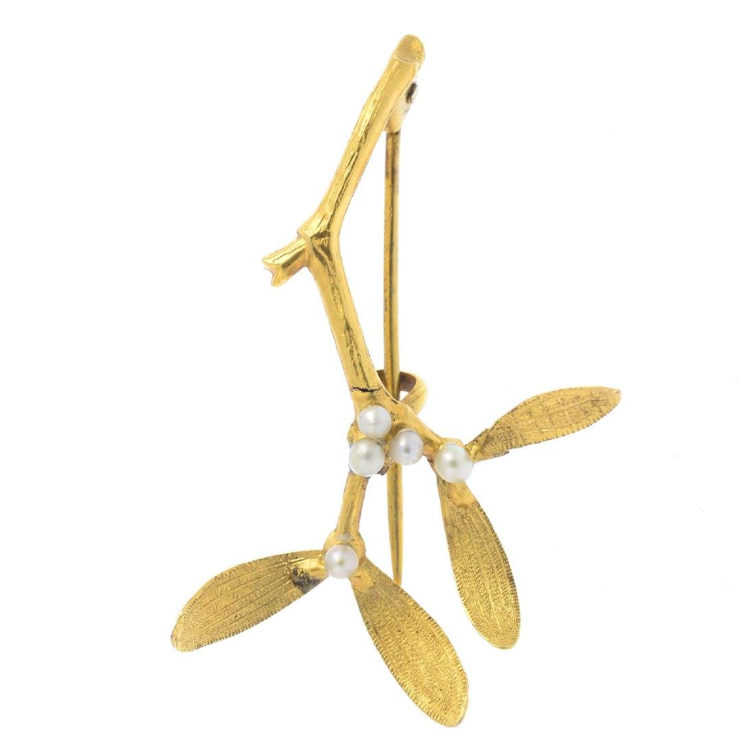An early 20th century 15ct gold seed pearl brooch.