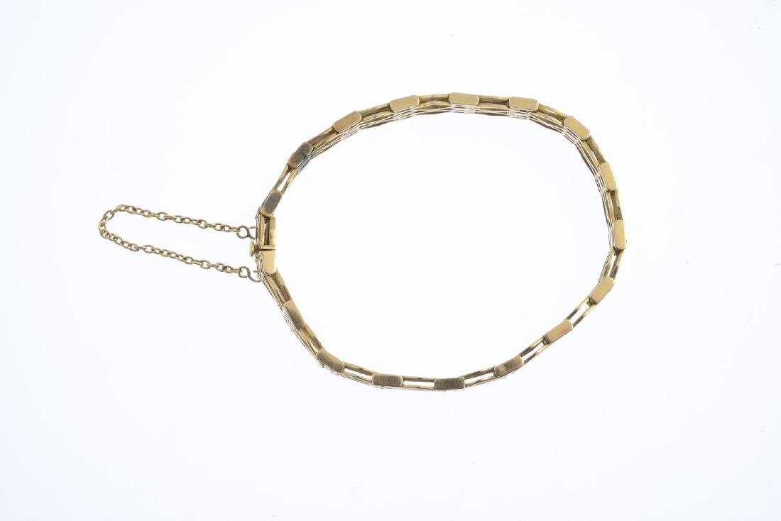 An early 20th century 15ct gold bracelet. Designed as a - 2