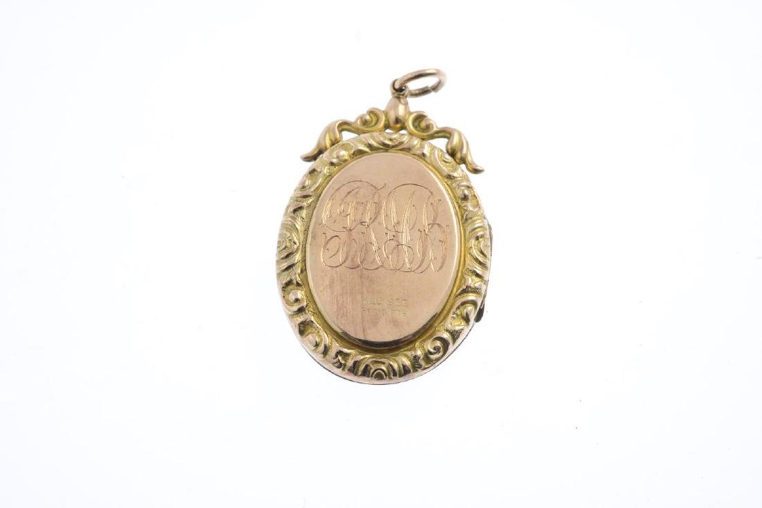 An early 20th century 9ct gold back and front split - 2