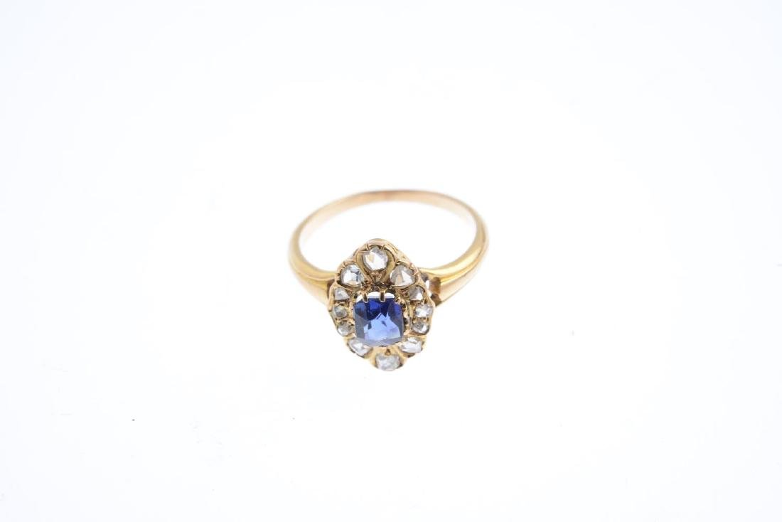 A sapphire and diamond cluster ring. Of marquise-shape - 3