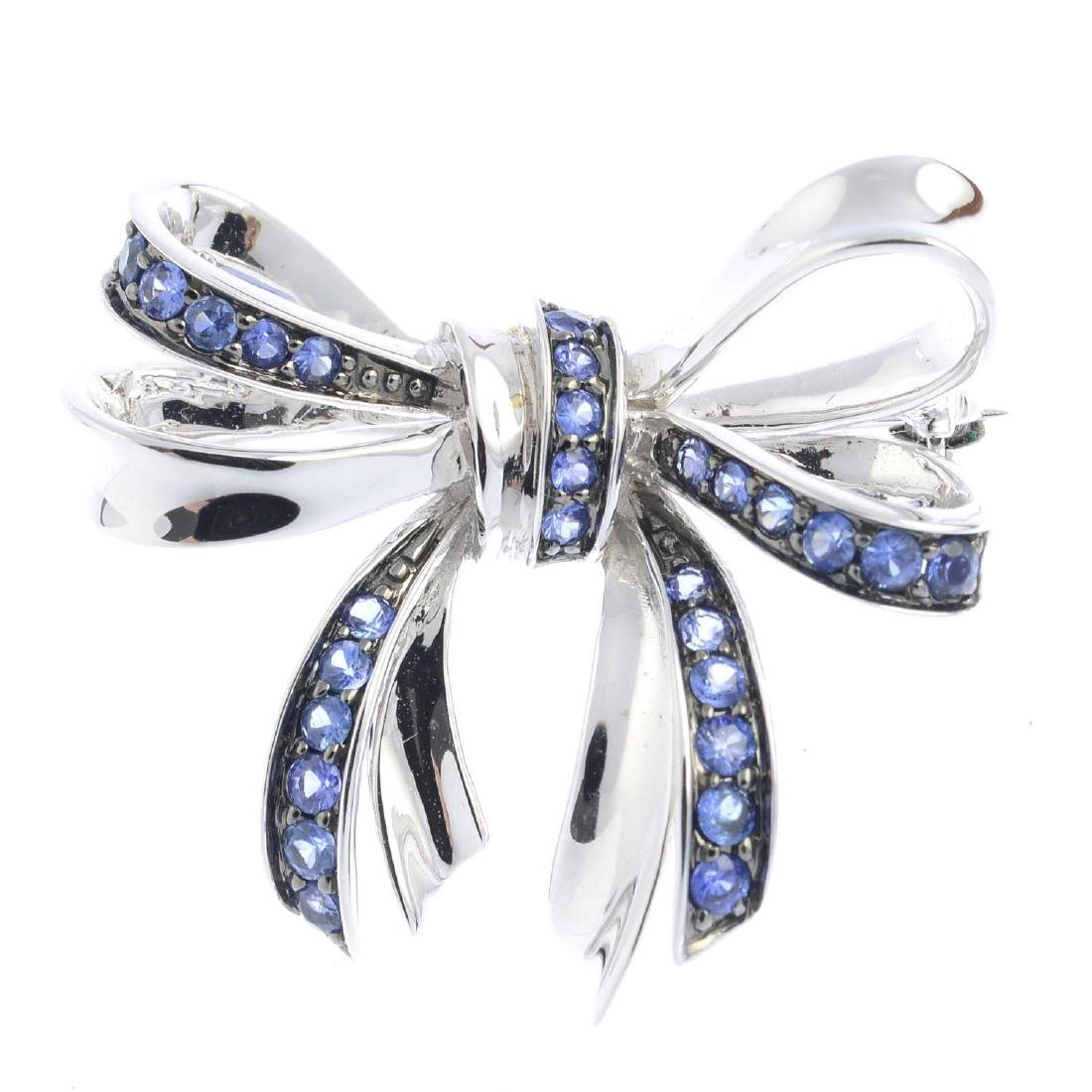 An 18ct gold sapphire brooch. Designed as a bow, with