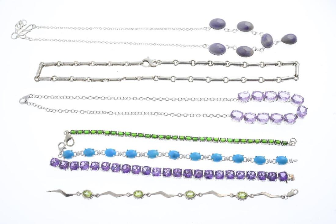 A selection of jewellery. To include an amethyst - 2