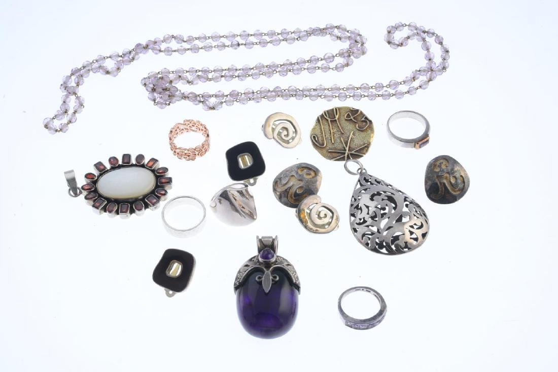 A selection of jewellery. To include a pair of silver - 3