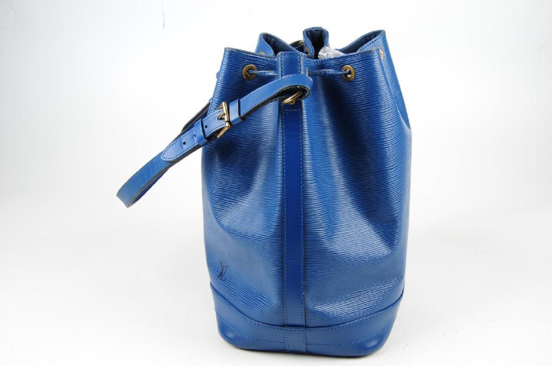 LOUIS VUITTON - a blue Epi Noe GM bucket handbag. - 3