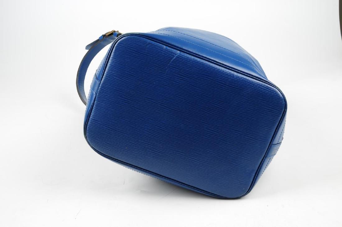 LOUIS VUITTON - a blue Epi Noe GM bucket handbag. - 4