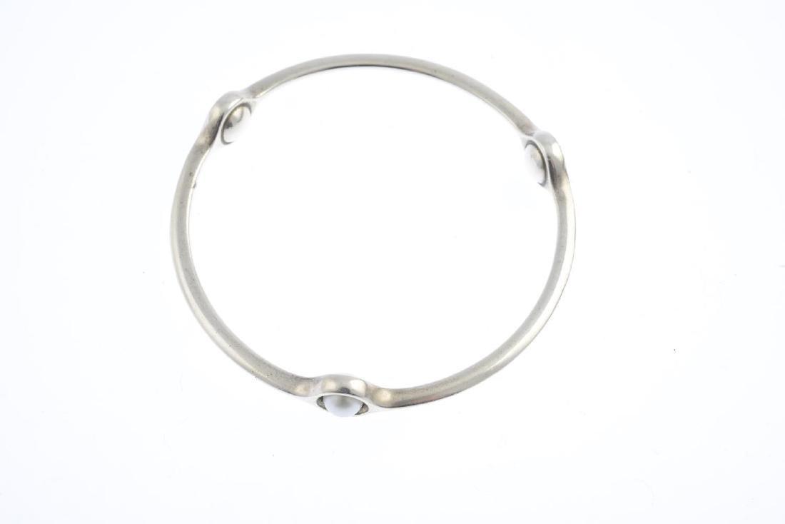 GEORG JENSEN - a cultured pearl 'Sphere' bangle. - 2