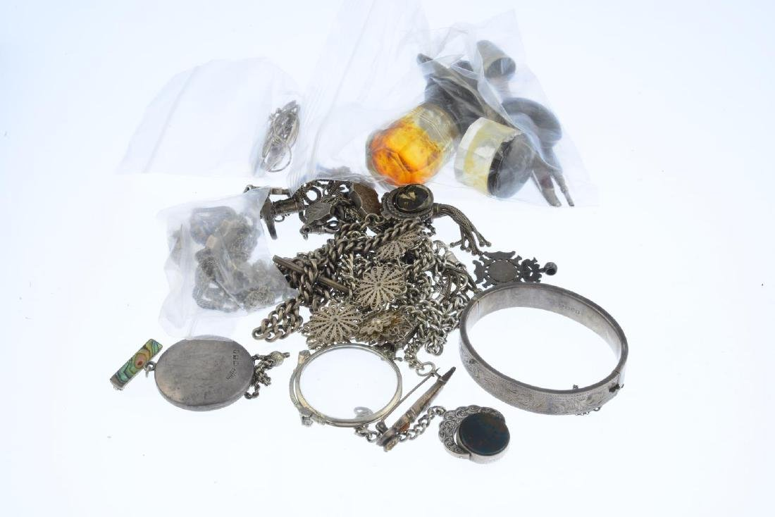 A selection of silver jewellery and further items. To - 2