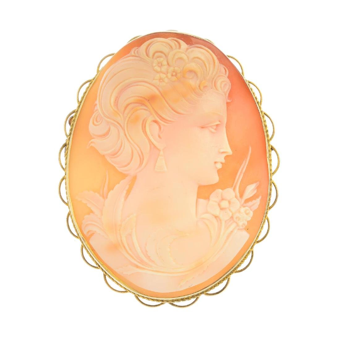 An early 20th century 9ct gold shell cameo brooch. The