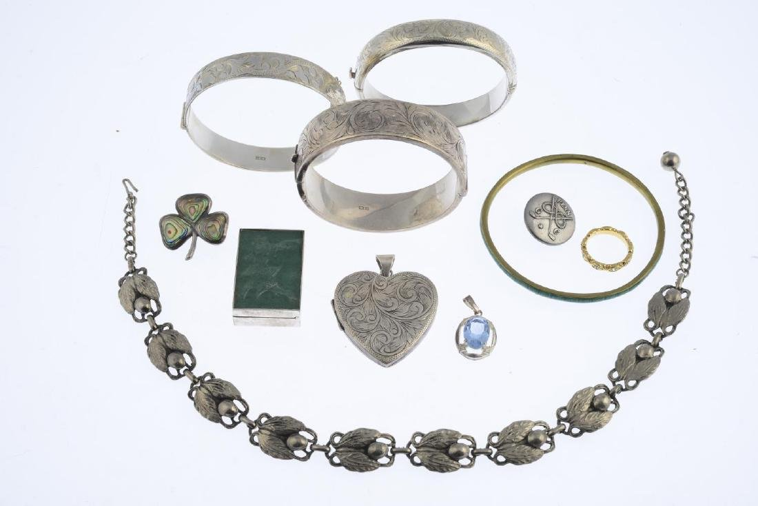 A selection of jewellery. To include three silver - 3