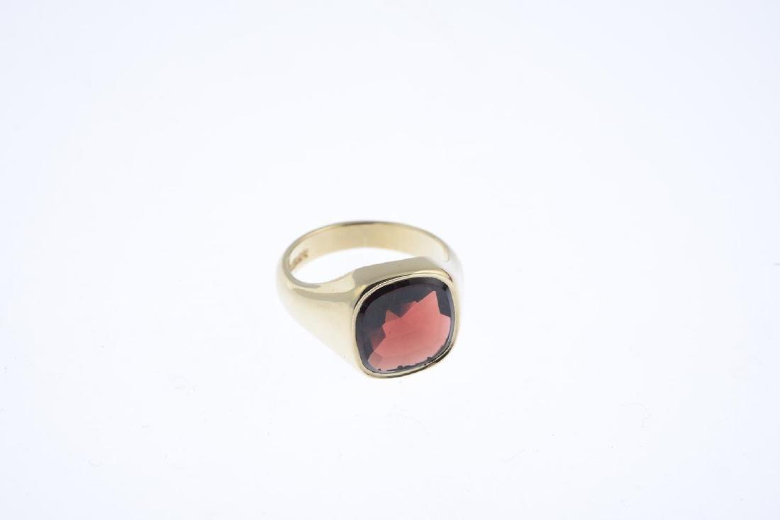 A 9ct gold garnet signet ring. The cushion-shape - 3