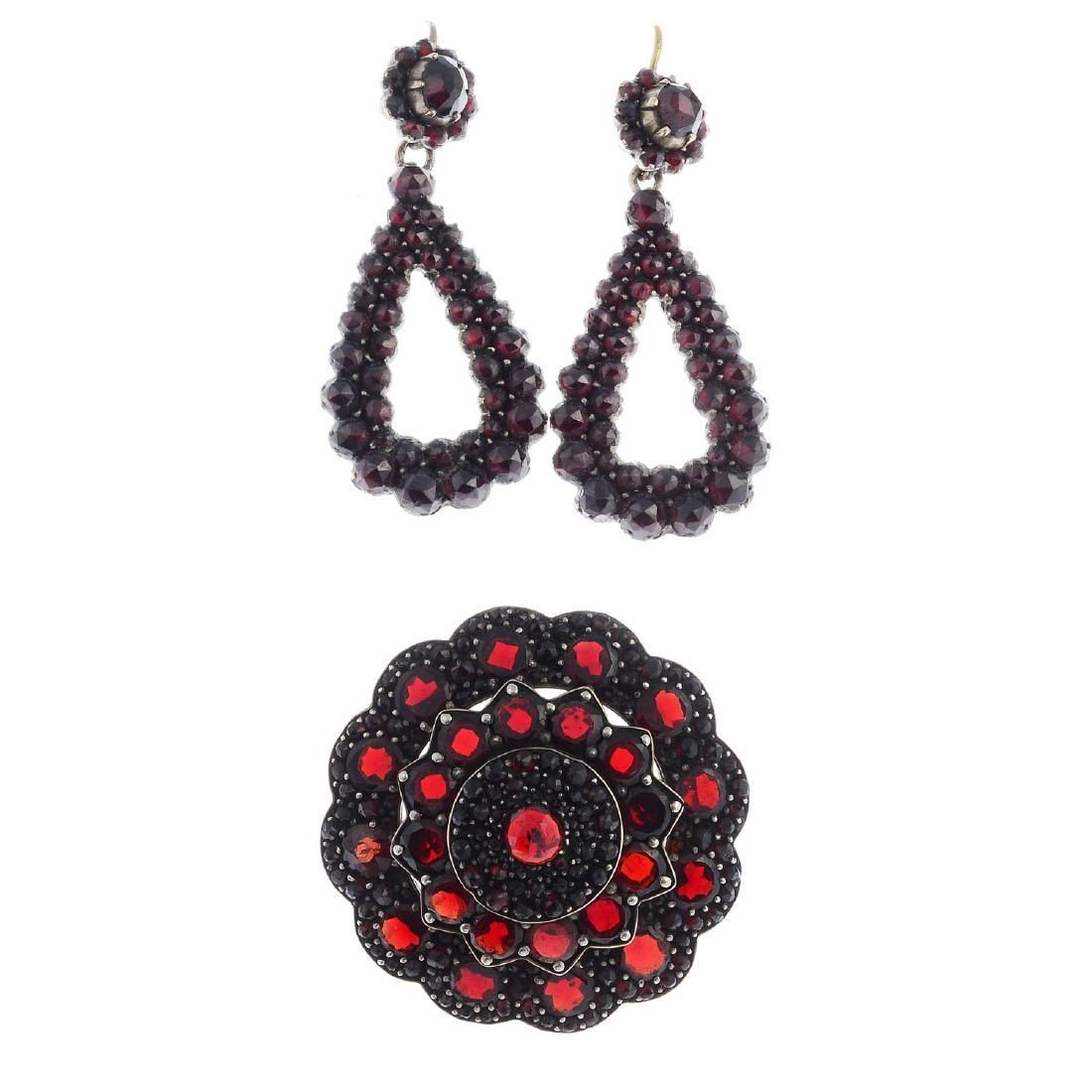 A selection of late Victorian garnet jewellery. To