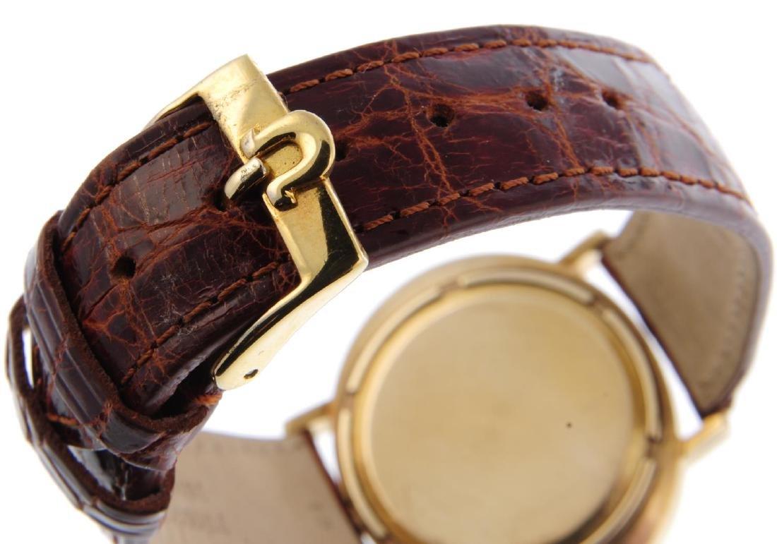 BULOVA - a gentleman's Accuquartz wrist watch. 9ct - 2