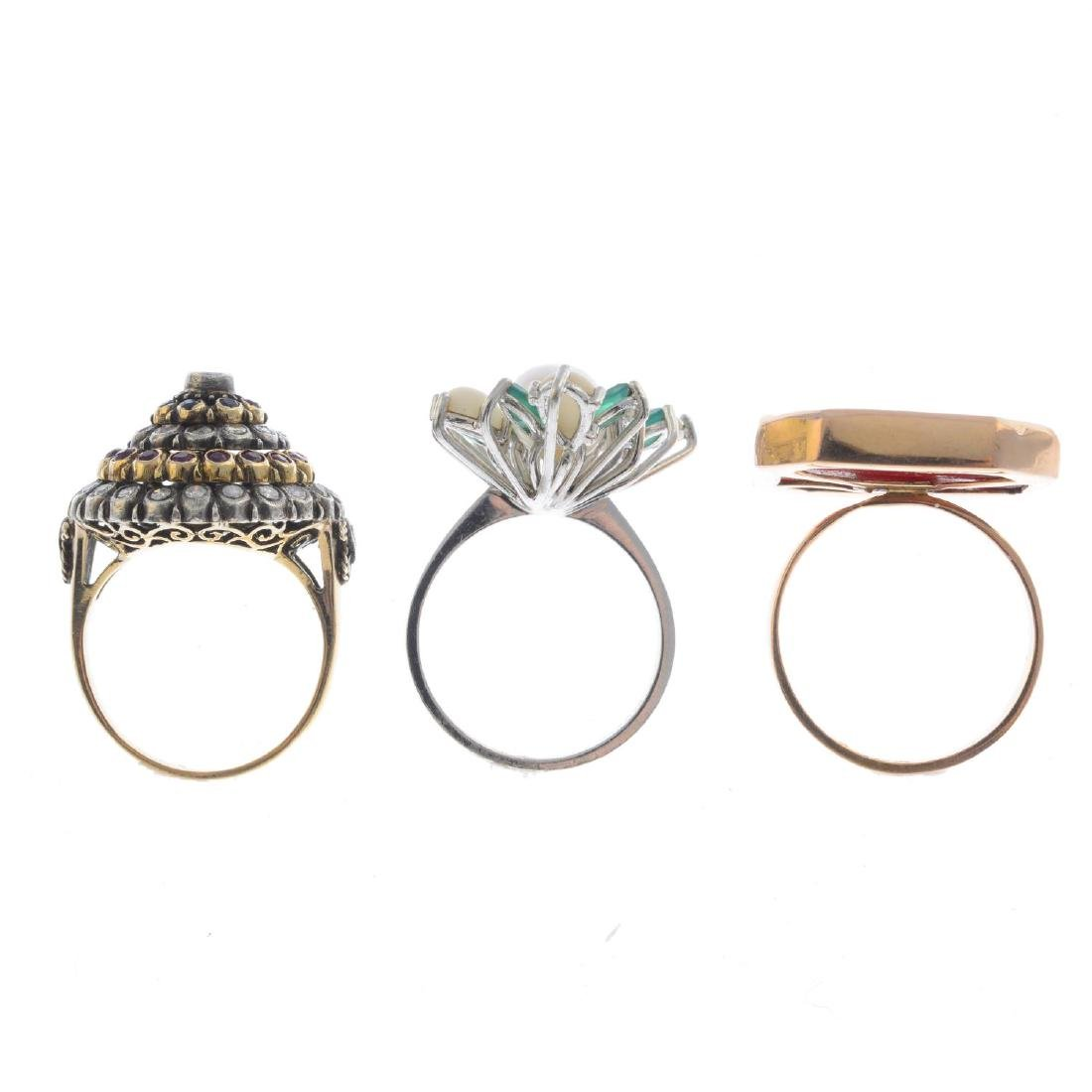 Three gem-set rings. To include a diamond, sapphire and - 2