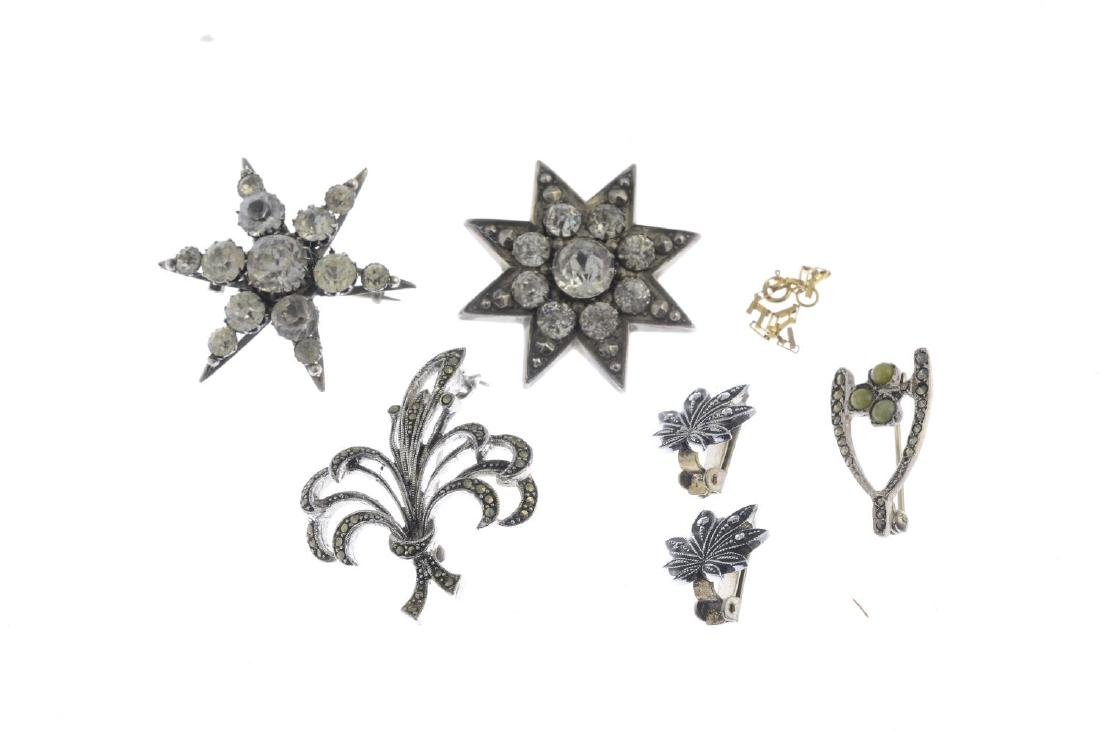 A selection of jewellery. To include six brooches and a - 2