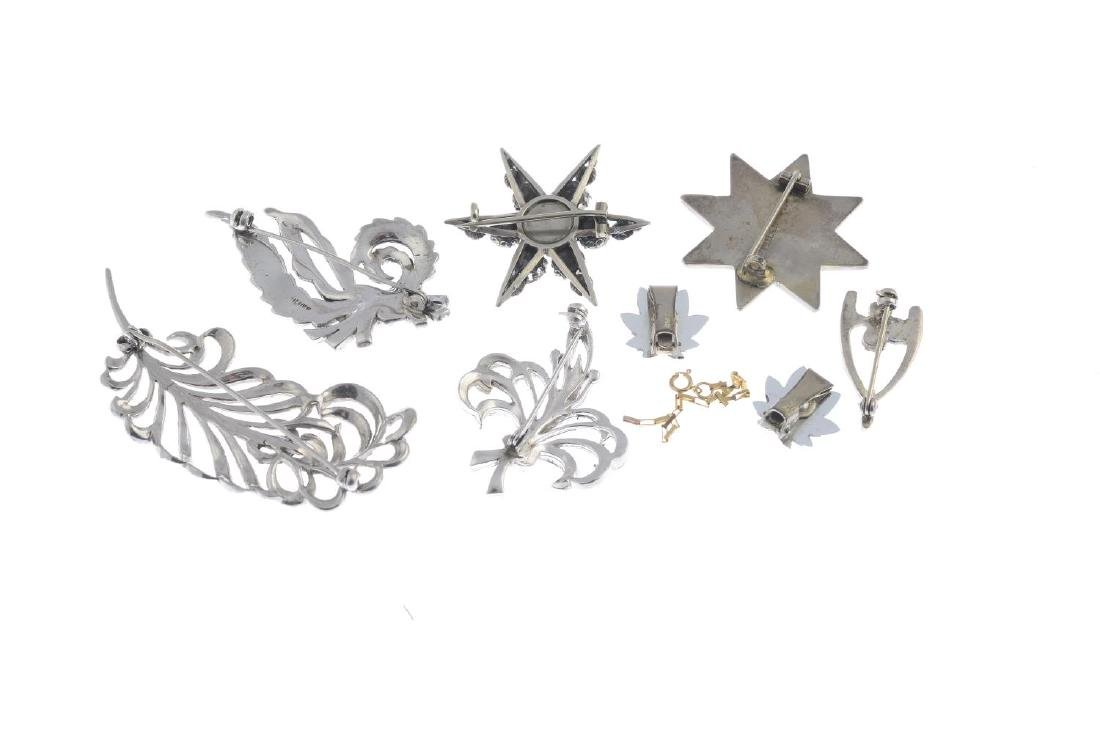 A selection of jewellery. To include six brooches and a - 3