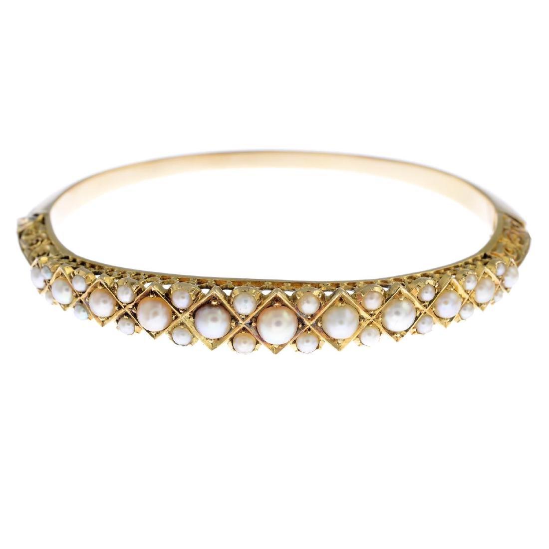 A split pearl hinged bangle. The graduated split pearl