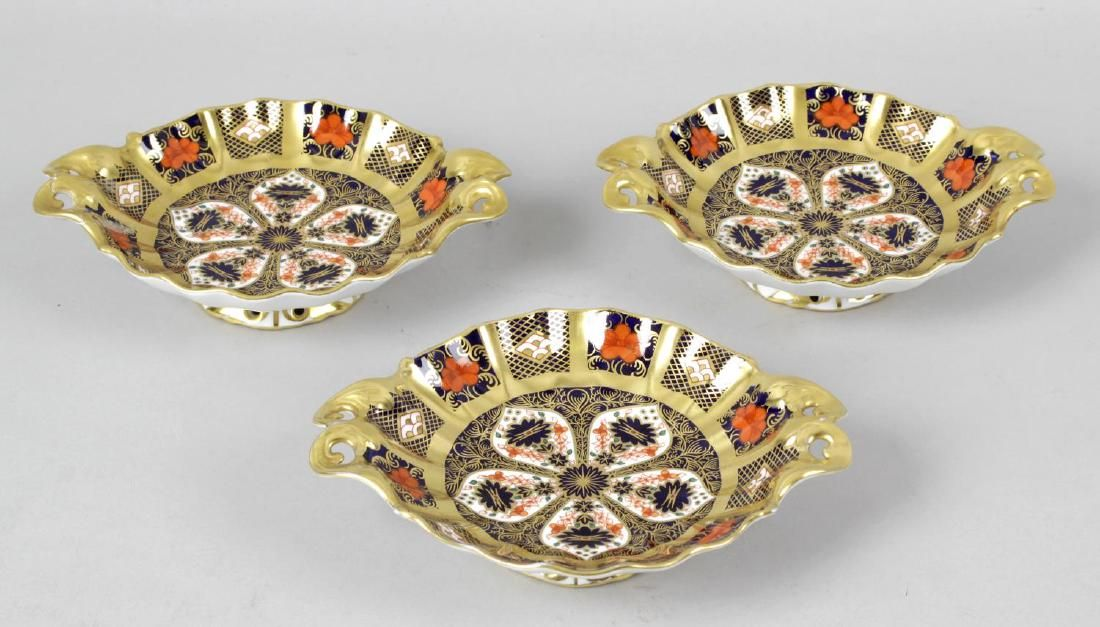 Four Royal Crown Derby Imari porcelain dishes, each