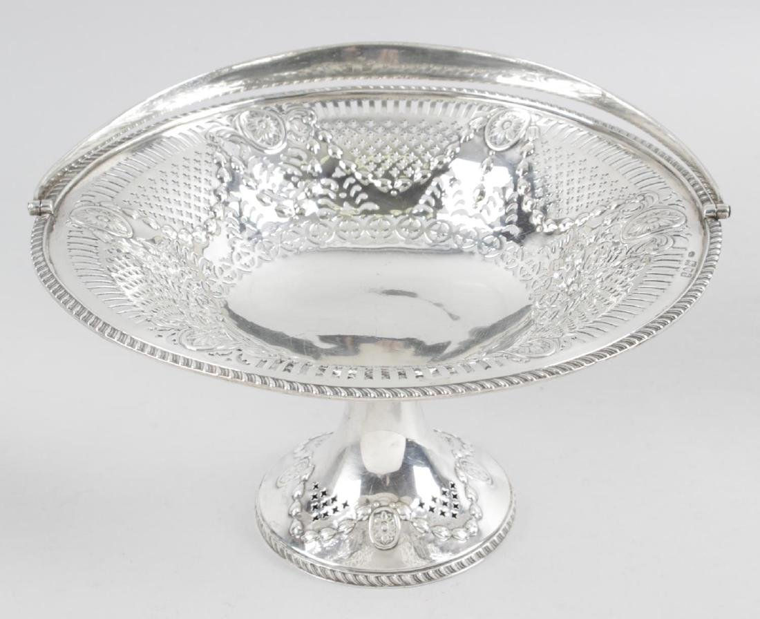 An early George V silver pedestal dish, of circular