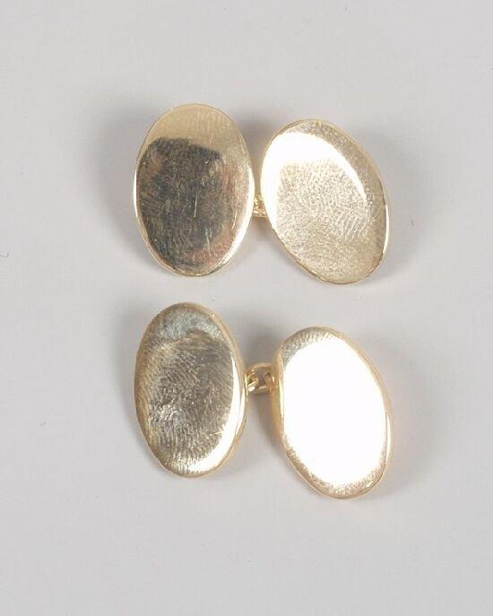 1010: Pair of 14ct gold plain oval chain conn